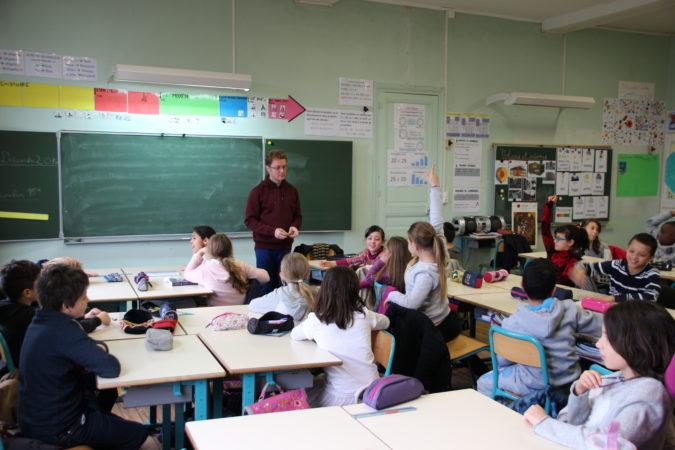 La classe de CM1 de Libourne découvre le Poème Karaoké avec David Christoffel