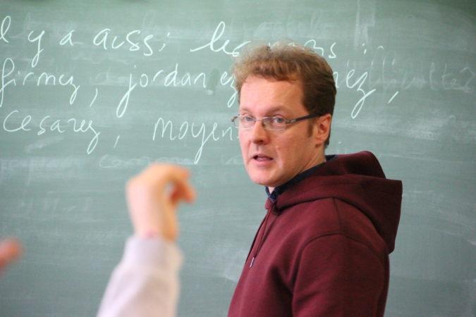 David Christoffel fait rimer les mots en -ez avec les enfants de Libourne pour le Poème karaoké de la classe