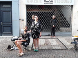 Maison-vide.  Performance in situ dans les rues de Libourne. One shot écrit pour le festival Ritournelles par la compagnie De Chair et d'os.