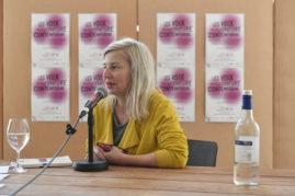 """Être soi-même.  Rencontre et lecture avec Hélèna Villovitch autour de son dernier livre paru aux éditions Verticales """"Pour en finir avec mon sofa"""". Animée par Thomas Baumgartner."""